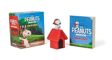 portada Peanuts Movie. Snoopy the Flying Ace: Figurine and Sticker Book kit (libro en Inglés)