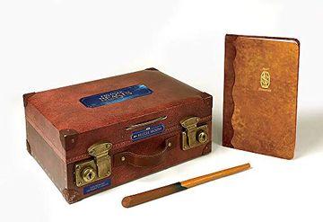 portada Fantastic Beasts: The Magizoologist's Discovery Case (libro en Inglés)
